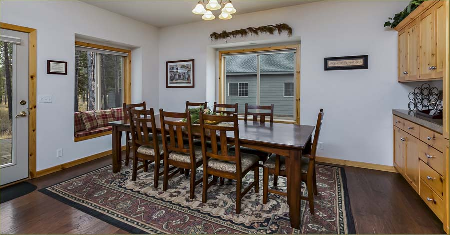 Room to serve up a hungry crowd, perfect for family get togethers and reunions in Central Oregon!