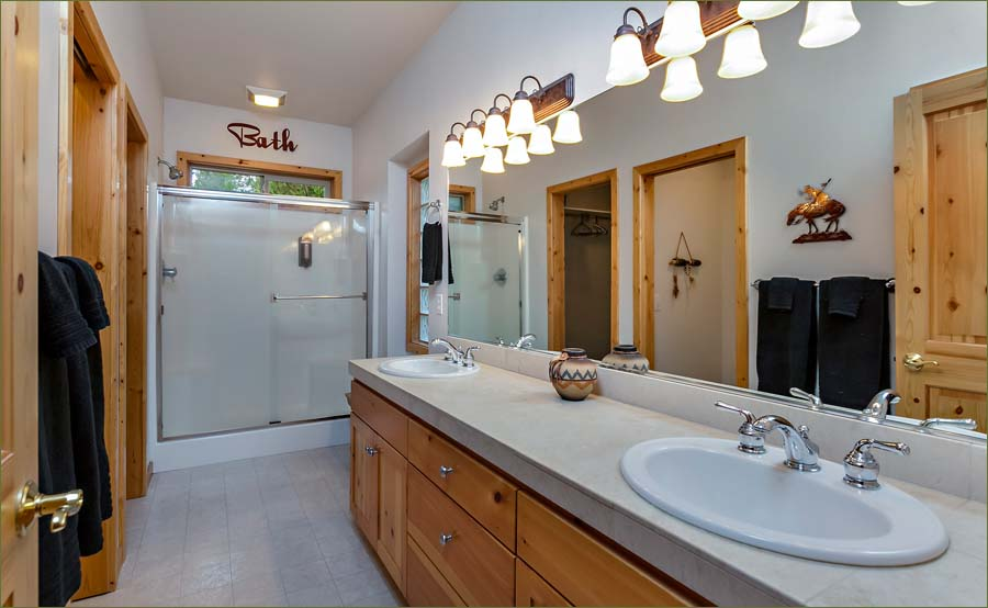Large, full master bathroom ensuite.