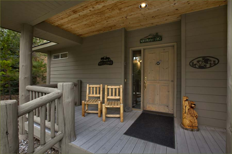 Front porch of this beautiful Sunriver luxury home for rent sleeps 14.
